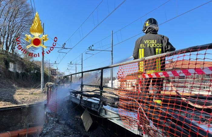 Fino Mornasco - Incendio cavi lungo la ferrovia