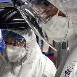 L'epidemia corre: ieri altri 166 contagi  Ma la Regione esclude nuovi divieti