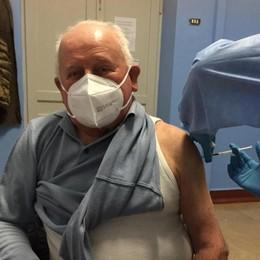 L'ex partigiano di 92 anni dà l'esempio  «Non abbiate paura a vaccinarvi»