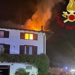Olgiate, tetto in fiamme  Pompieri mobilitati