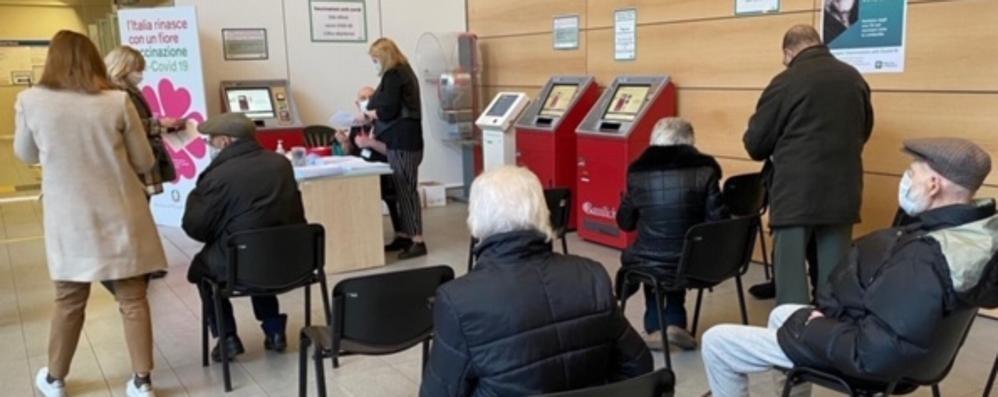 Sant'Anna, vaccinati altri 210 anziani  Il Comune all'Ats: ipotesi piazza d'Armi