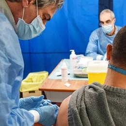 Vaccini, scatta una nuova fase  Dalle forze dell'ordine alle scuole