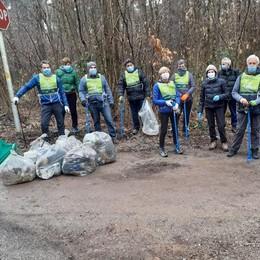 Appiano, puliti i boschi dello spaccio  Con la scorta dei carabinieri in congedo