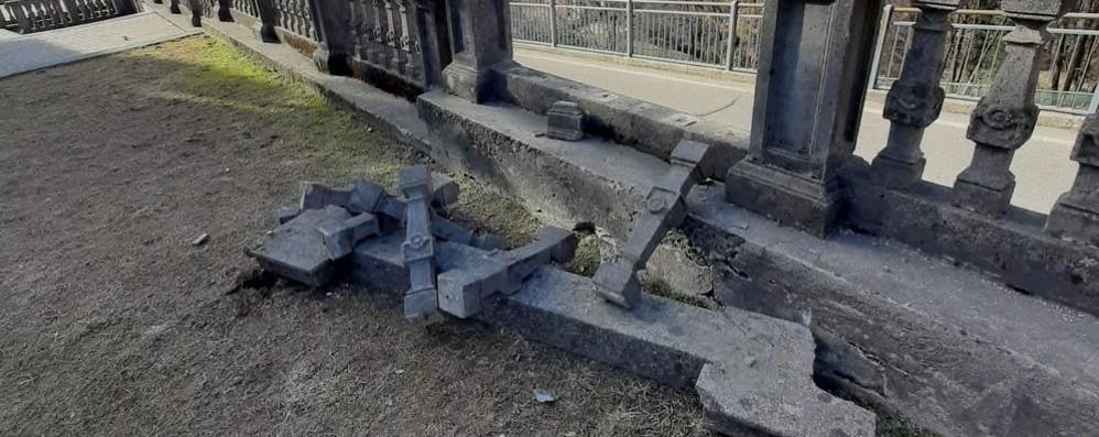 Cade un pezzo di balaustra dell'asilo  Allarme a San Fedele Intelvi