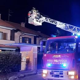 Canna fumaria in fiamme Vigili del fuoco a Cabiate