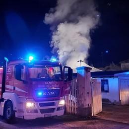 In fiamme il tetto di una villetta  Mariano, paura ma nessun ferito