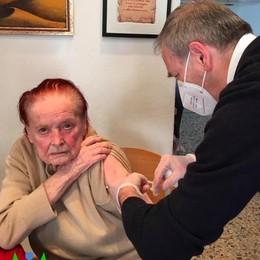 La partigiana resiste al coronavirus   Appiano, si è vaccinata a cent'anni
