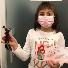 La solidarietà della piccola Gaia  «Dono le mie trecce a chi è malato»