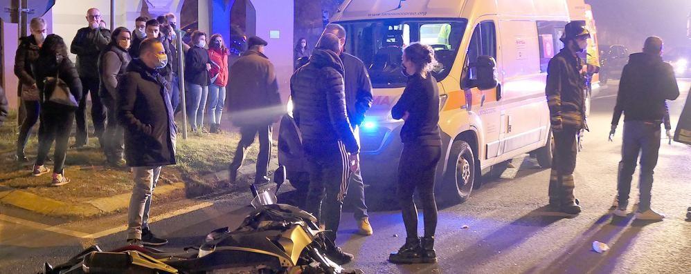 Monguzzo, ferito grave ma stazionario  «Quell'incrocio è troppo pericoloso»
