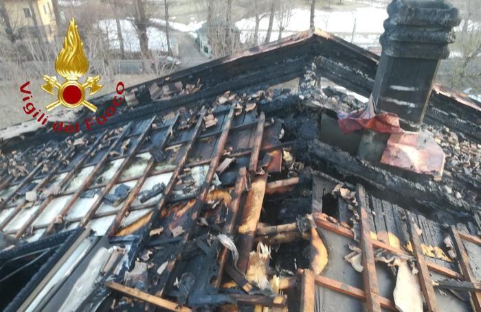 Il tetto della villetta gravemente danneggiato
