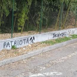 Scritte neonaziste ad Appiano  Blitz ripreso dalla telecamere
