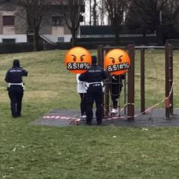 Tolgono i nastri dal parco giochi  Olgiate, multa a tre ragazzine