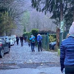 «Troppa gente sui monti di Canzo»  Ma è polemica sulla ztl nei weekend