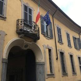 """Vaccinati o sospesi dal lavoro  Linea dura con i """"no vax""""  nelle case di riposo a Cantù"""