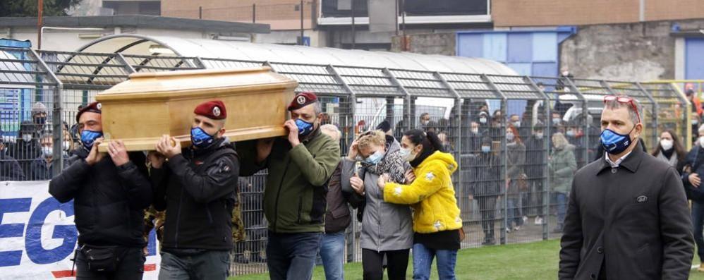 Bellagio, «Marco nel cielo più blu»  A Lecco l'addio al paracadutista