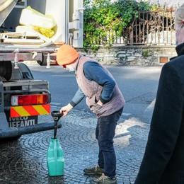 L'incubo di Blevio senza l'acqua  Ancora i volontari con le cisterne