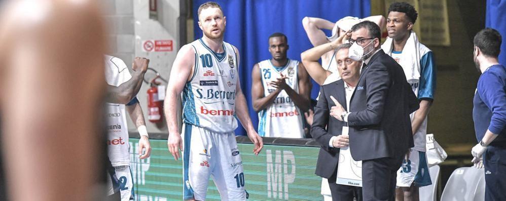 Cantù, corsa su Reggio Emilia Ma bisogna vincere a Brescia