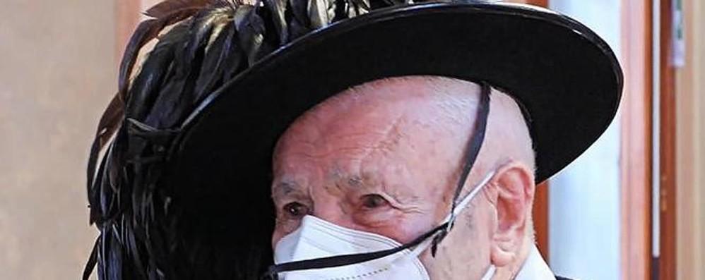 L'addio di Asso al bersagliere più anziano   Rinoè stato vinto  dal Covid a cent'anni