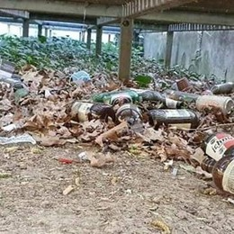 Degrado al parco della Libertà di Cabiate  I volontari scoprono una maxi discarica