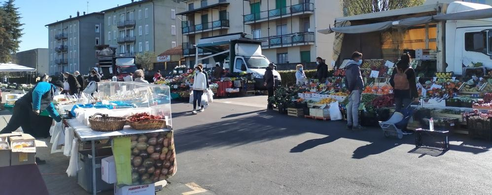 Mercato deserto a Mariano  Cresce la rabbia degli ambulanti