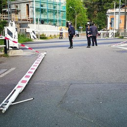 Auto abbatte le sbarre a Borghi  Interviene la polizia locale