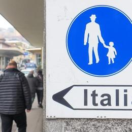 Canton Ticino, un piano   per frenare lo shopping   degli svizzeri a Como