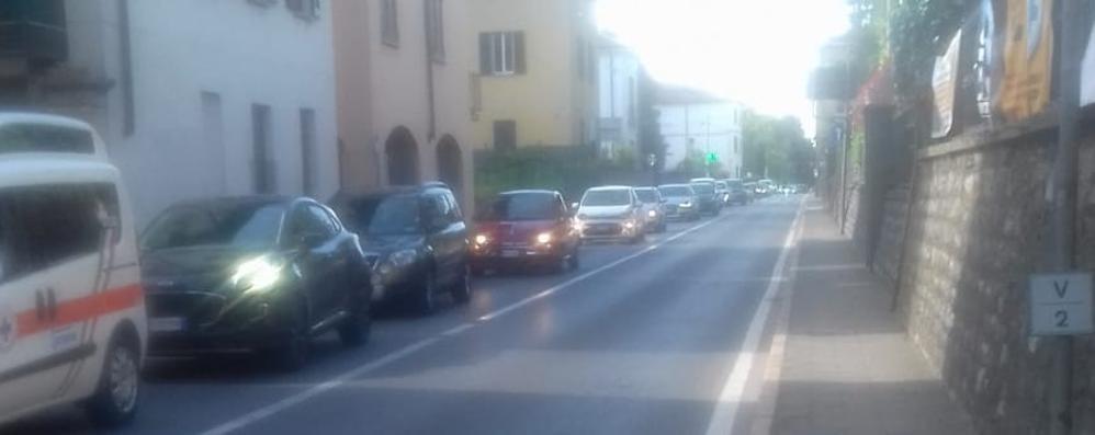 Chiusure e lavori in autostrada  Le auto invadono Cadorago