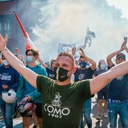 Como, il ritorno in B  Una folla tutta azzurra  e la città riscopre la festa
