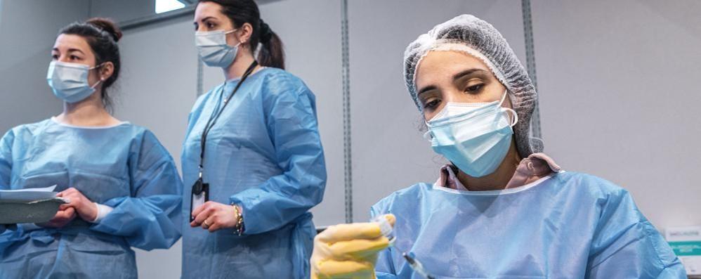 Covid: 15.370 casi e 310 morti in Italia A Como 233 positivi a Lecco 69, a Sondrio 29