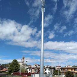 Esposto sull'obelisco di Uggiate  La Procura apre un'inchiesta