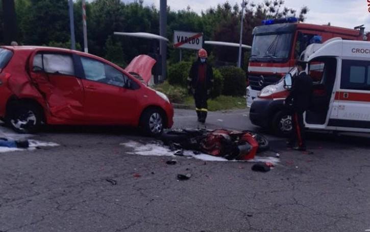 Fiamme dopo l'incidente  Muore motociclista di Laglio