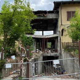 La villetta esplosa  a Fino: dopo un anno  tutto come prima