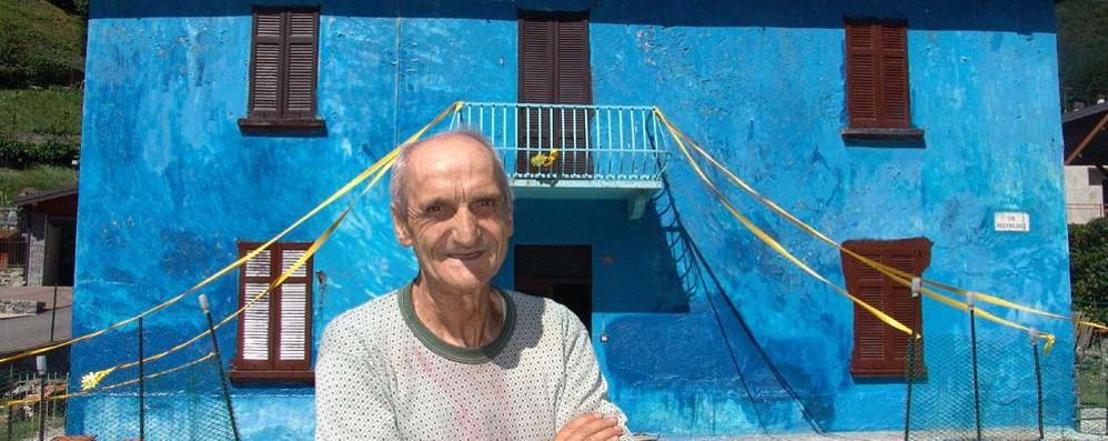 """Lasnigo, muore nella """"casa blu""""  Non lo vedevano da due giorni"""