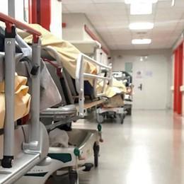 Ospedali, effetto riapertura  Pochi posti ed è subito caos