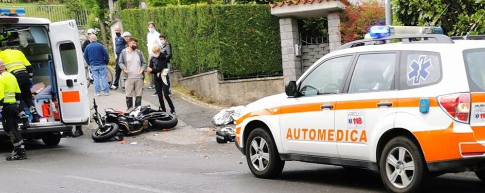 Scontro con camioncino a Pusiano  Gravissimo un giovane motociclista