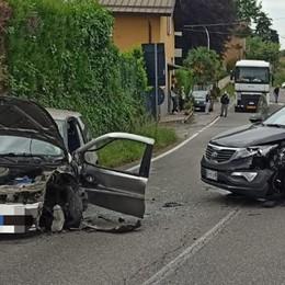 Scontro tra automobili  Due feriti a Carimate
