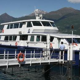 Tremezzina, la barca si rovescia  Velisti soccorsi dalla Navigazione