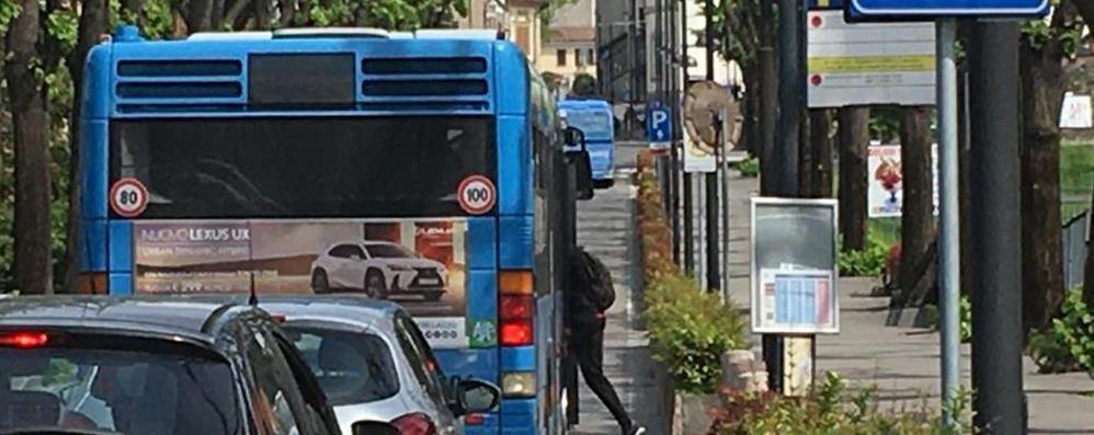 Corse dei bus fino in centro Cantù  Il sindaco dialoga con i pendolari