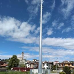 Operai e mezzi al lavoro nella notte  Poi spunta un'antenna alta 50 metri