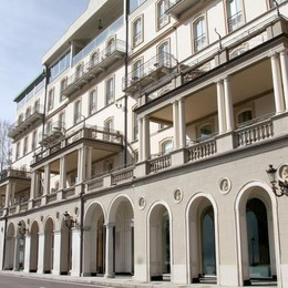 Riaprono altri hotel  Si rimette in moto  il turismo sul lago