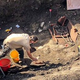 Scavi in Borgovico, altre scoperte  Dopo i muri anche gli scheletri