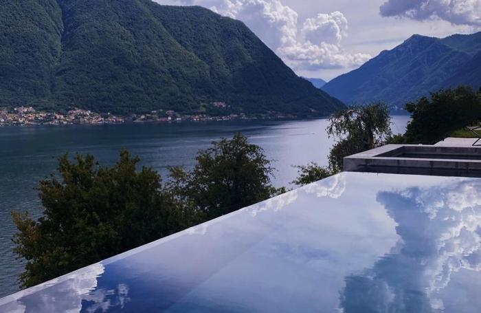 La foto della spettacolare piscina di Villa Molli postata da Belen Rodriguer