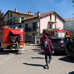 Albavilla, incendio in un garage  Moto distrutta dalle fiamme
