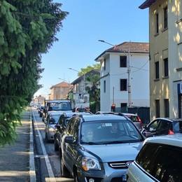 Olgiate, cantiere sulla Statale  Centro bloccato dalle auto