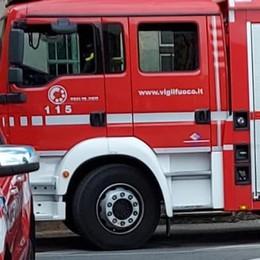 Lomazzo, bloccati nell'auto  I pompieri liberano due bimbi