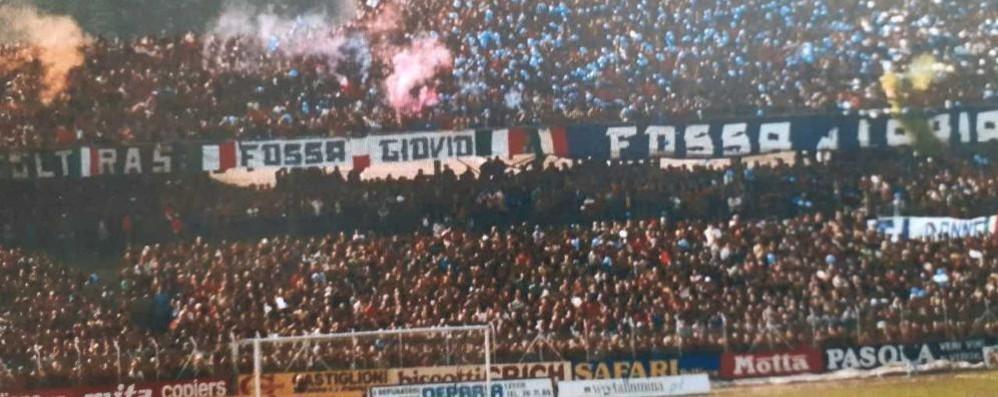 Un altro murales per il Como Curva Azzurra disegnata allo stadio