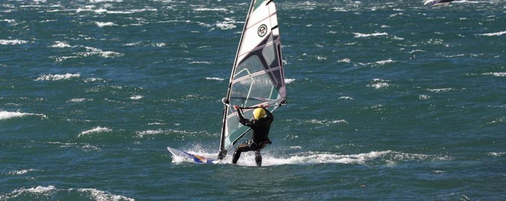 Gera Lario, allarme per surfista  Soccorso in acqua, è grave