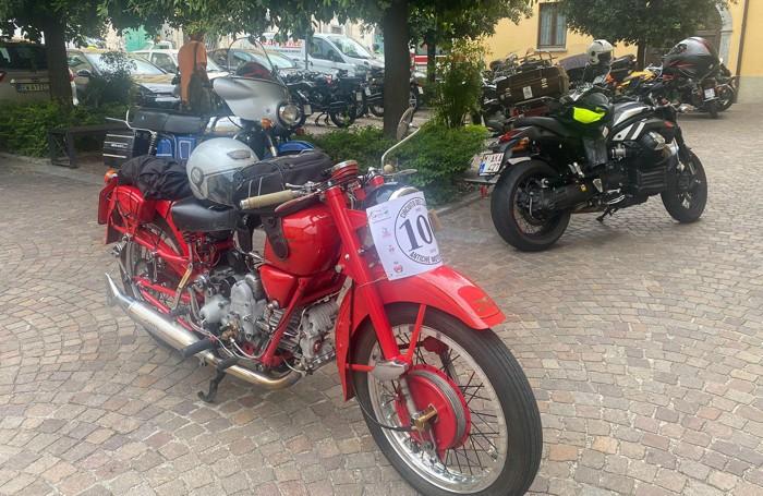 Una Moto Guzzi che ha partecipato alla manifestazione di Asso