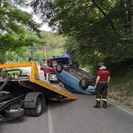 Auto si ribalta a Olgiate  Solo paura per un trentenne