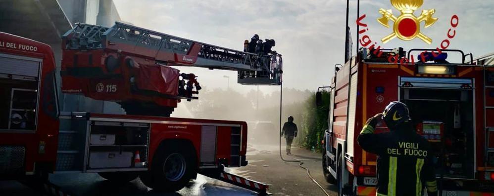 Cantù, brucia un silo in via Cesare Cattaneo